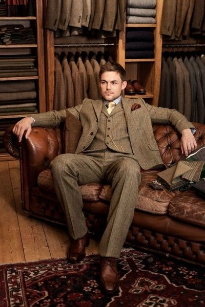 completewealth: A king on his throne. C/o: Walker Slater File under: Tweed, Suits, 3 piece suits, Derbys, Pocket squares, Ties www.styleclassand... . . . . . der Blog für den Gentleman - www.thegentlemanclub.de/blog