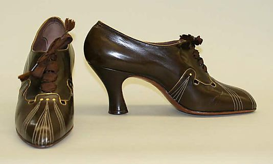 "1930s shoes are so ""me""  I love the art-deco stitchery trim.  Those are some seriously stylish high-heeled oxfords."