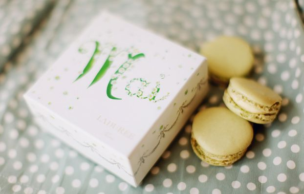 Lily of the valey flavoured macaronsLilies, Food, Macarons Shops, Month, Valley Flavored, Amazing Packaging, Macarons Mad, Flavored Macarons, Macaroons