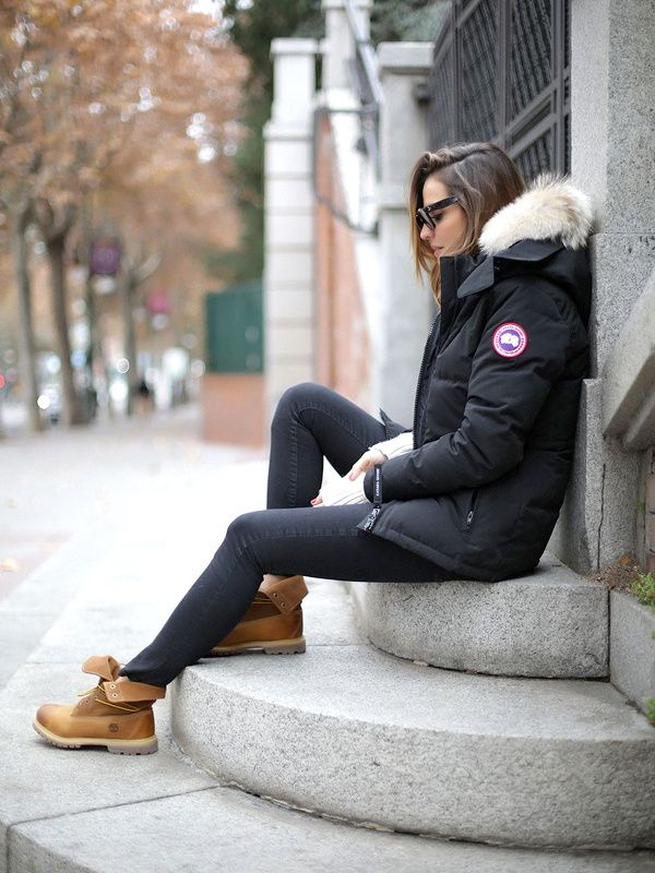 I really want this Canada Goose parka, and I should've let Mama Beers buy it for me last year when she insisted.