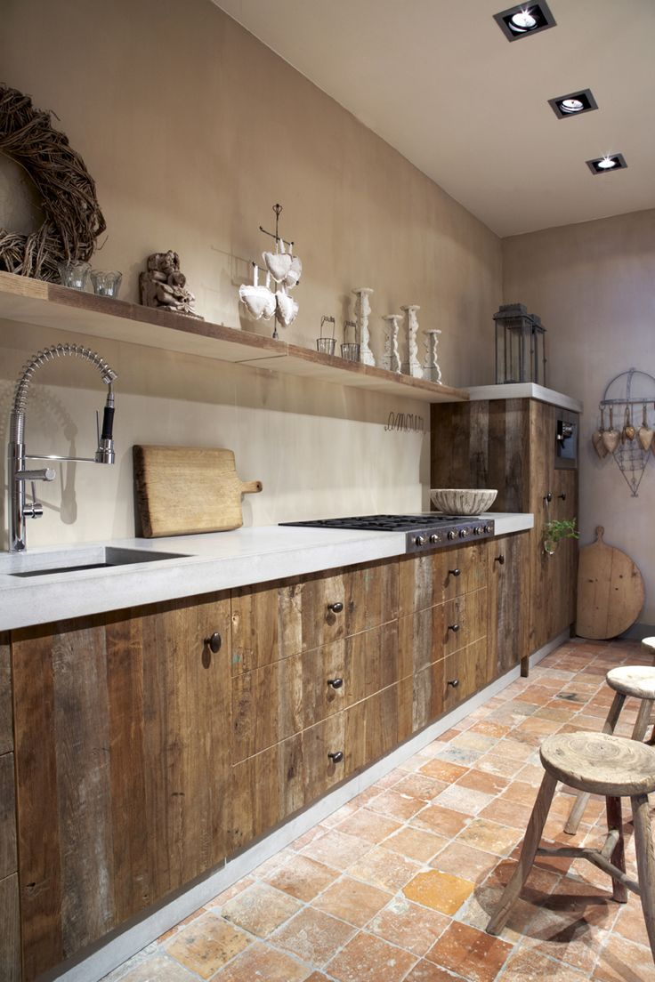 Cool tiles and a nice wooden kitchen