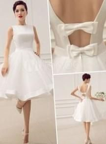 Свадебные платья 50 х годов - http://1svadebnoeplate.ru/svadebnye-platja-50-h-godov-3522/ #свадьба #платье #свадебноеплатье #торжество #невеста