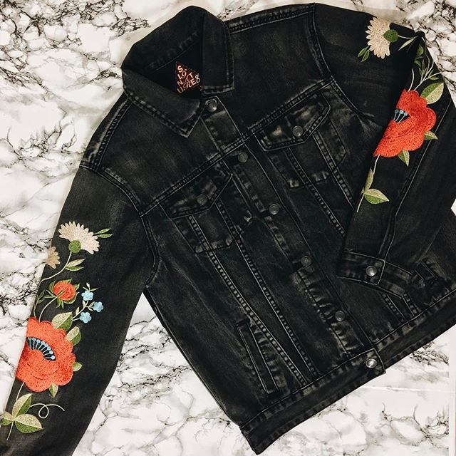 Embroidery is a must-have for your spring wardrobe | This denim jacket is guaranteed to be your new favorite style | #embroidery #denimjacket #springfashion2017