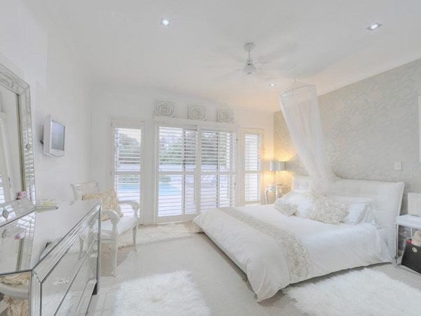 Completely white home design queensland australia for Bedroom designs white