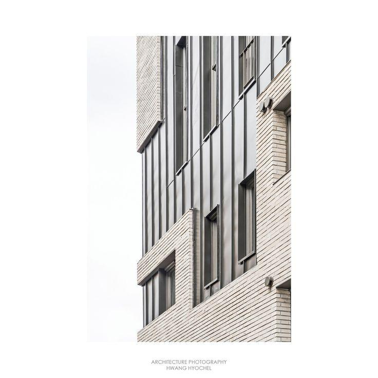 Gallery of Corner House / Boundaries architects - 14