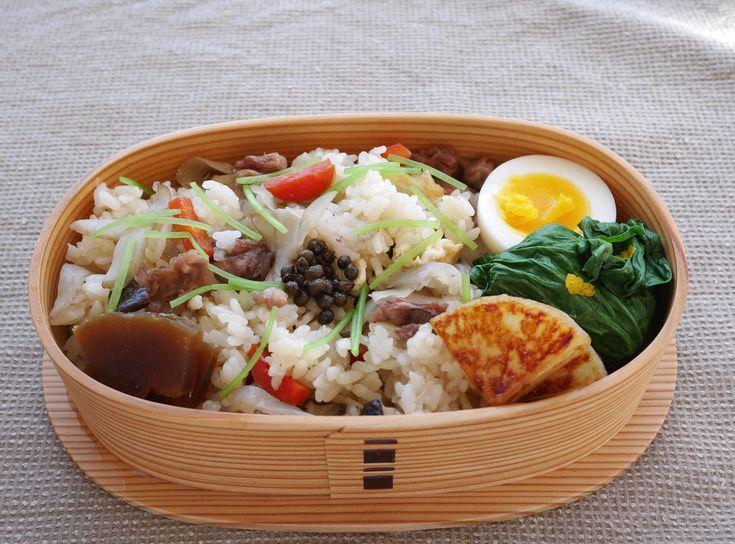 地鶏炊き込みご飯280g、にぬき塩、小松菜お浸し、焼大根醤油