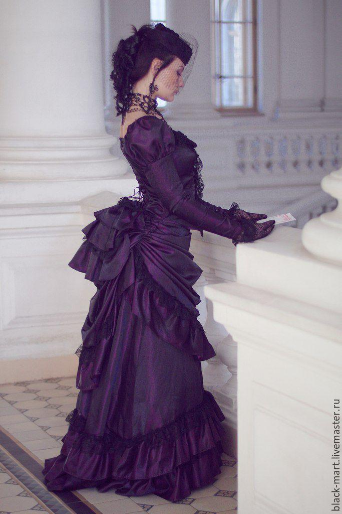 Купить или заказать Темно-фиолетовое платье в викторианском стиле в интернет-магазине на Ярмарке Мастеров. Платье представляет собой историческую стилизацию под 19 век, выполнено из темно-фиолетового атласа-чесучи, урашено черным кружевом. Силуэт создается за счет утягивающего корсета на стальных спиральных косточках со шнуровкой сзади и двухслойной юбки, создающей объем задней части за счет пышной драпировки и специальной подушечки-турнюра, которая подвязывается на талию под платьем.