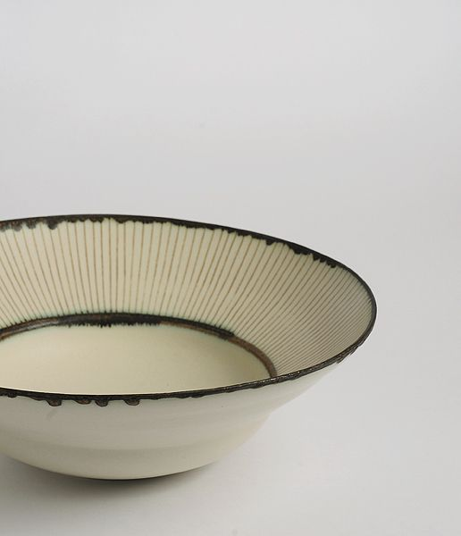 YASUKO OZEKI, ZOGAN BOWL: inlay is used to create the linear decoration.