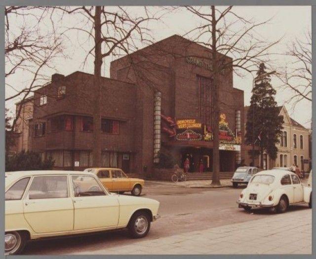 TWEE FOTO'S: het Grand Théâtre aan de Snouckaertlaan 4, tijdens het veertigjarig jubileum. De tweede foto is in groothoek. | if then is now