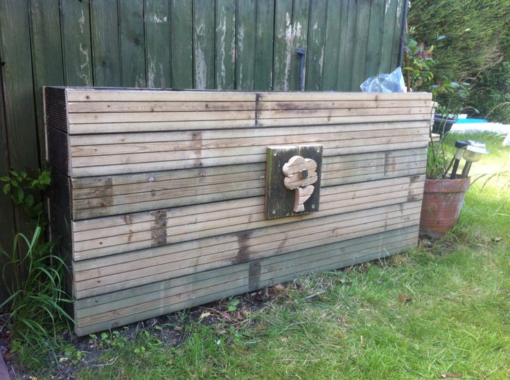 Made a planter for the lovely family I am staying with at the moment. They were throwing away some decking next door so I took the chance to practice using my jigsaw!