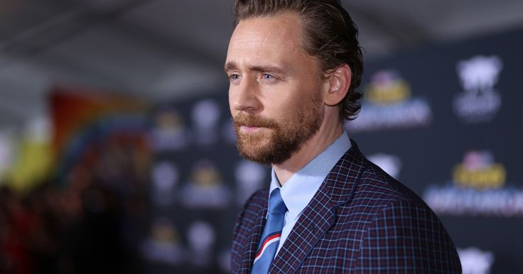 Tom Hiddleston por fin ha aprendido a dejarse barba