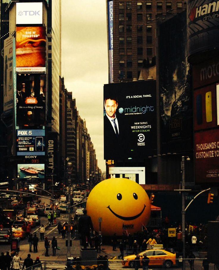 Así se promociona Jamaica como destino turistico, coloca bola gigante anti stress en Times Square - Comunicadores.info