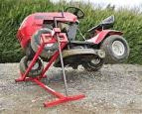 Location lève tracteur tondeuse 6€ par jour http://www.placedelaloc.com/annonces-de-location-par-categorie-louer-un-objet-une-voiture