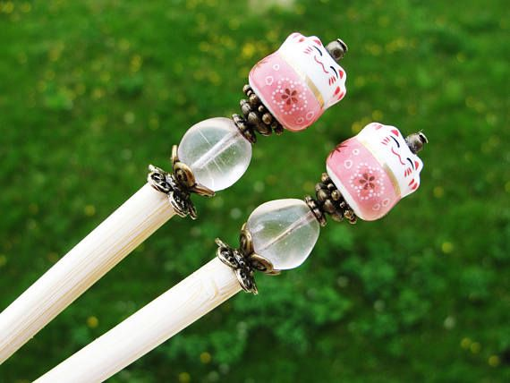 Set of 2 japanese wooden hair sticks with maneki neko, fortune lucky cat and pink beads - kanzashi chopsticks pins hair ornaments decoration