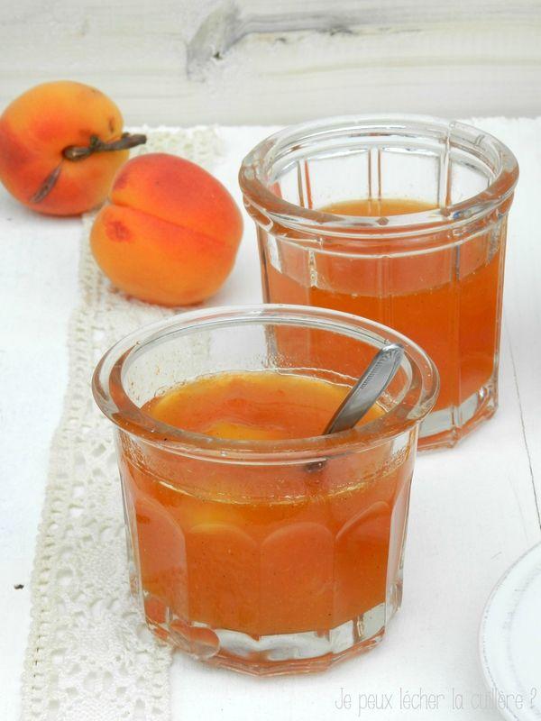 Confiture d'abricots pêches nectarines et vanille4 Pour 4 pots : 2 kg d'un mélange de fruits : abricots, pêches, brugnons... (soit environ 1,7 kg préparés) 800 g de sucre blond 1 jus de citron  1/2 gousse de vanille