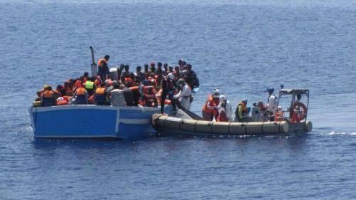Cronaca: #21:44   #Canale di Sicilia 386 migranti salvati dalla Guardia Costiera (link: http://ift.tt/2iwz1wZ )