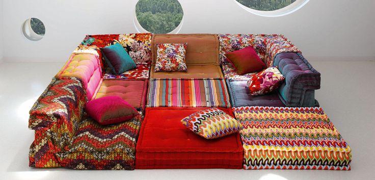 Sistema a moduli componibili, all'infinito. Possibilità di sovrapporre 2 cuscini di seduta. Cuscini di seduta trapuntati e lavorazione a materasso artigianale ...