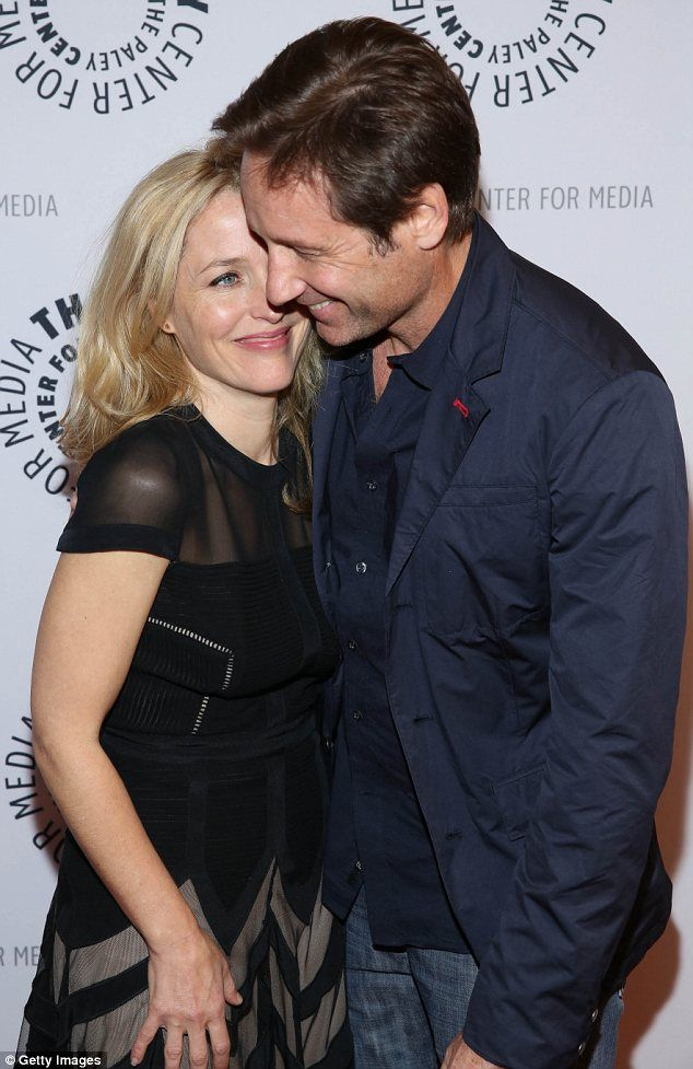 David Duchovny and Gillian Anderson help fan propose to his X Files mad girlfriend on stage - SO adorable!!