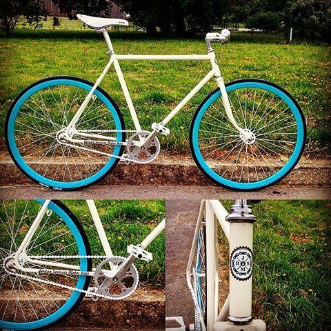 Création Jsmb pour Sandy ! Sur une base de cycle Cyril Guimard !  Jante #weinmann DP18, peinture full mat !  #vintageshop @unefilledeplume #creative #jsmb #jordanservicesmotorbike #velo #cycle #cycling #bike #bikelife #creme #blanc #bleu  #fixie #fixiegram #instagram #instalike #instacool #happy #sun #vannes #bretagne #love #girly #singlespeed #fixedgear #renovation