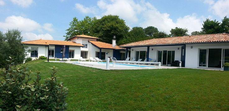 M17 : Bassussarry, Maison de vacances avec 5 chambres pour 10 personnes. Réservez la location 6070559 avec Abritel. villa 330 m2 4* climatisée à 10 ' des plages,piscine chauffée, bar,salon de détente et Spa.