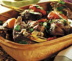 Lamm i lergryta är ett underbart gott och enkelt recept. Vitlök, paprika, ingefära, citrongräs och sambal oelek är några av ingredienserna i denna fantastiska rätt. Servera med kokt ris eller couscous.