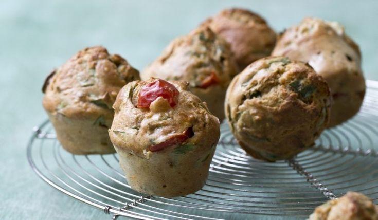 Oppskrift på Matmuffins med fetaost, cherrytomat og spinat