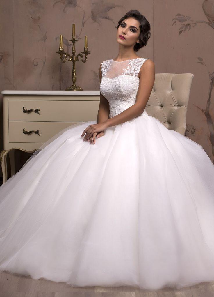 Očarujúce svadobné šaty so širokou sukňou a čipkou zdobeným živôtikom