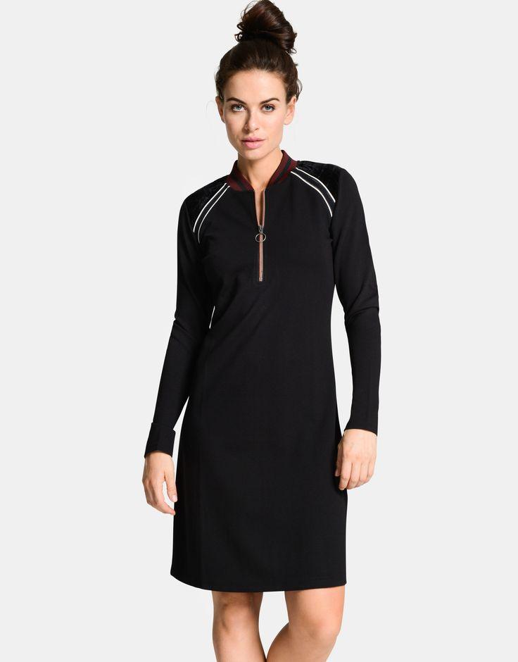 Deze sportieve Iowa jurk van Eksept is de perfecte jurk om een sportieve look te creëren. De jurk heeft een ritssluiting bij de hals en leuke streep details bij de schouders. Het item valt tot net boven de knie en draagt enorm comfortabel. Finish je look met witte sneakers en je bent good to go!