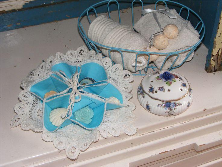 Fench blue linen bread basket - Frans blauw stoffen broodmandje * de tijd van toen * Brocante & Styling *