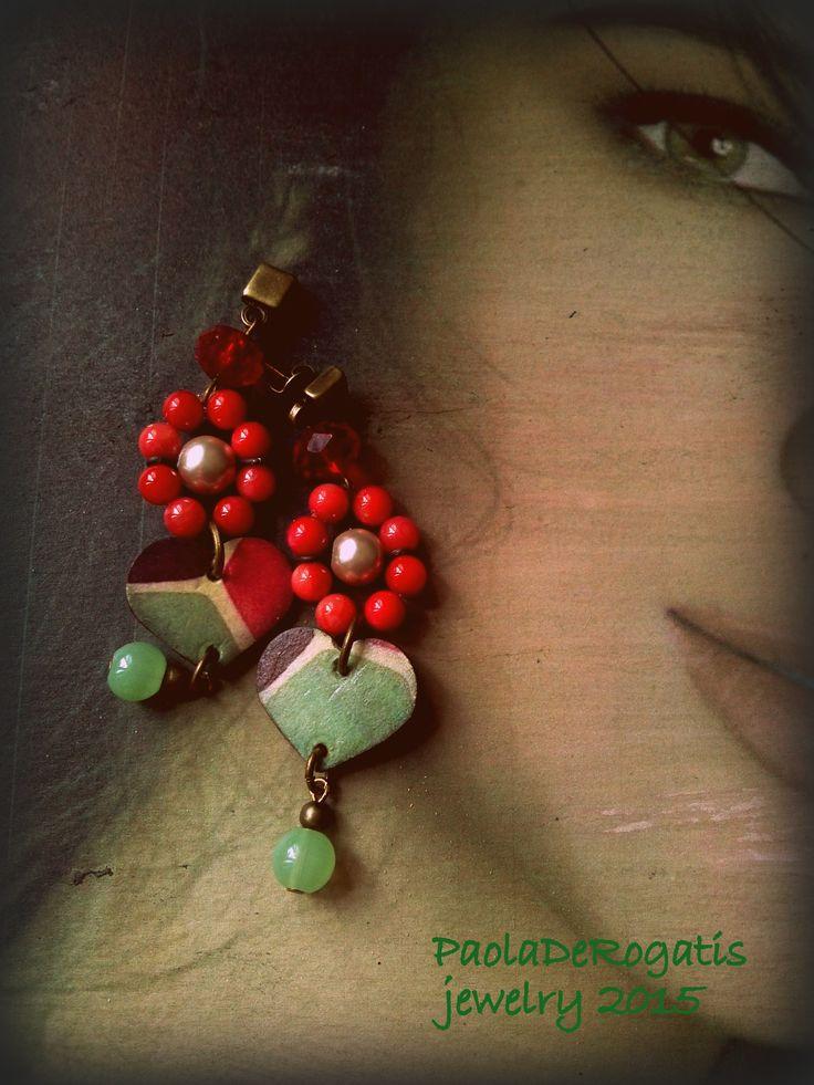 Rosso corallo perla e cristallo verde acqua su ottone brunito