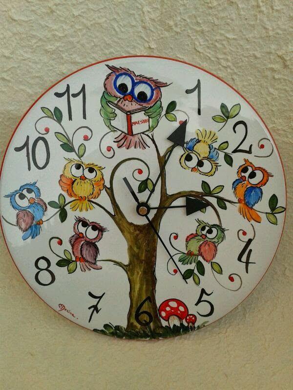 ceramica come mestiere: Orologio con gufo maestra.