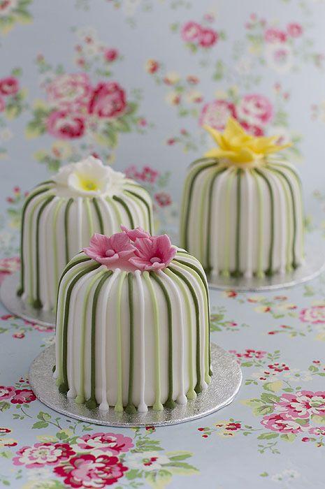 Mini pasteles de boda - Blog de bodas de Una Boda Original                                                                                                                                                                                 Más