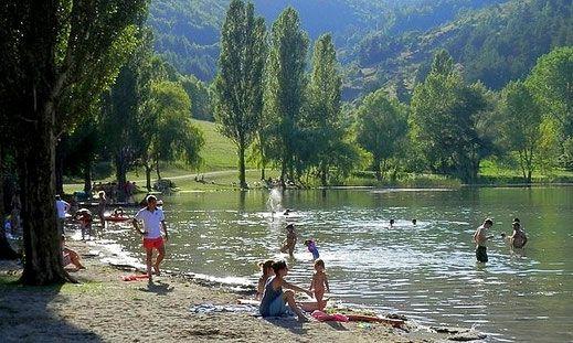 Baignade au lac de Belcaire
