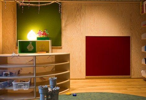 Borås børnehave_69 x2100px opklæbet filt Fraster filt i børnehøjde