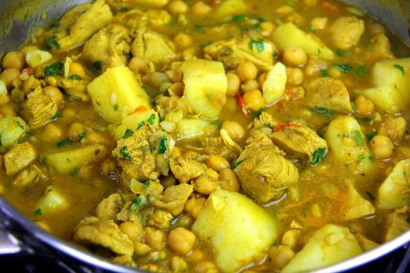 Curry Chicken With Chickpeas & Potato (channa and aloo).