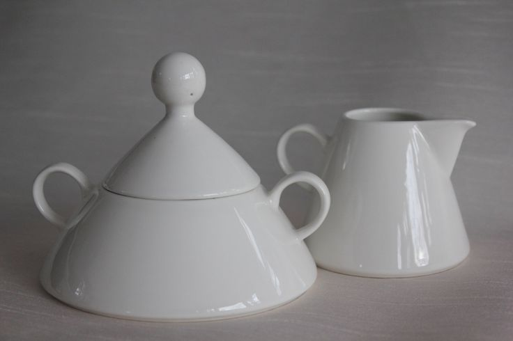"Vintage Creamer and Sugar Bowl set  ""Harlekin"" by Arabia Finland by FinnishTreasures on Etsy https://www.etsy.com/listing/211258351/vintage-creamer-and-sugar-bowl-set"