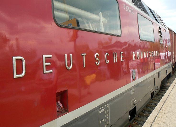 "Der erhabene Schriftzug ""Deutsche Bundesbahn"" an V200 033, - Bahn."