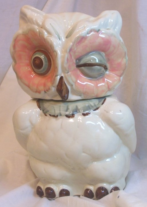 I want a vintage Shawnee Owl cookie jar so badly! I might even settle for the Anthro knock-off...