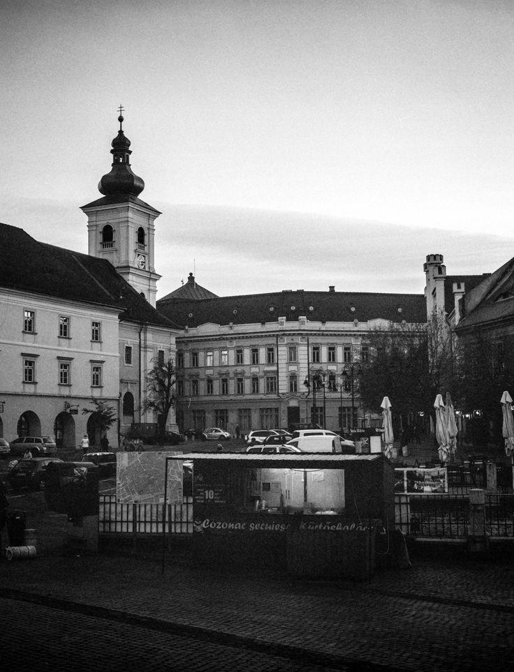 (Visit) Sibiu - Fuji GS645 Pro, Ilford Delta 400 shot @iso 1600. Self developed in instant mytol (xtol clone), 13mn, 20C.