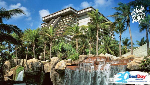 El majestuoso resort The Fairmont Acapulco Princess con 1011 habitaciones, se encuentra frente al mar con 500 metros de playa, rodeado de jardines, lagunas y riachuelos artificiales. Además de ser ideal para vacacionar con la familia, cuenta con campo de golf, selectos tratamientos de spa, elocuente vista al mar y facilidades para tener una escapada romántica. #OjalaEstuvierasAqui