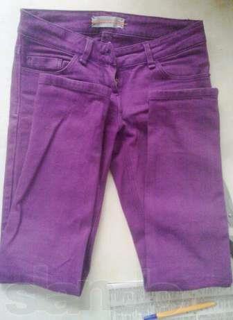 Узкие фиолетовые джинсы