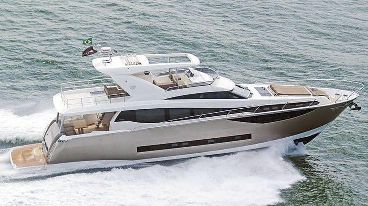 Prestige 77BR - Uma lancha com quatro camarotes, sendo três deles suítes, uma cozinha voltada para popa e um espaçoso flybridge   A embarcação custa a partir de 4 milhões de euros.