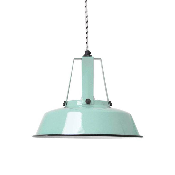 De kleine workshop lamp van HK-living in een nieuwe uitvoering: mint groen. Eigenlijk is het gewoon een klein industrieel schatje. Uitermate geschikt om te gebr