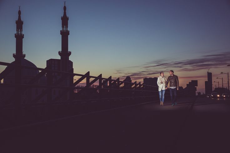 Love couple walking in Rotterdam near by mosque during sunset. Made by Nanda Zee (FOTOZEE) loveshoot love shoot zonsondergang moskee
