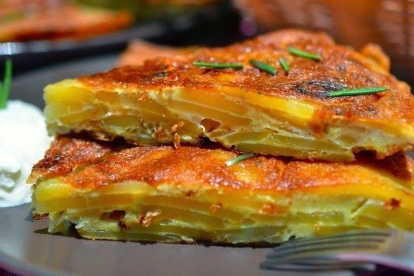 Spanish tortilla with rosemary - http://wonderdump.com/spanish-tortilla-with-rosemary/