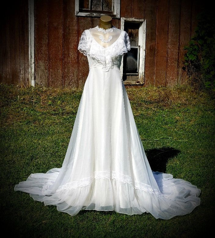 Pretty And Frilly ...OUTDOOR Wedding Vintage JCPENNEY
