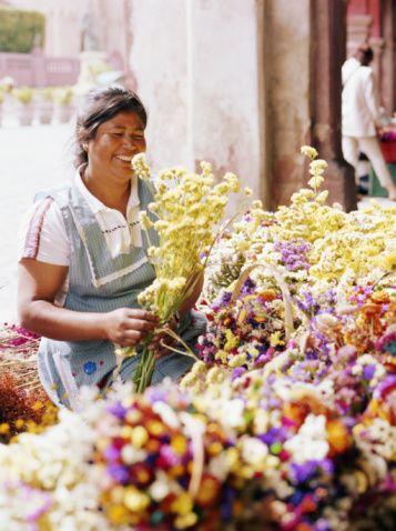 Immergersi nei mercati di fiori di tutto il mondo: è primavera! #Mexico #flowersmarket #mercatodeifiori #people #persone #market #mercato #colour #colori #fiori #flowers #fiore #flower #hand #work #job #lavoro #manuale #spring #primavera #world #flowersmarketoftheworld #cittàdelmessico #cityofmexico