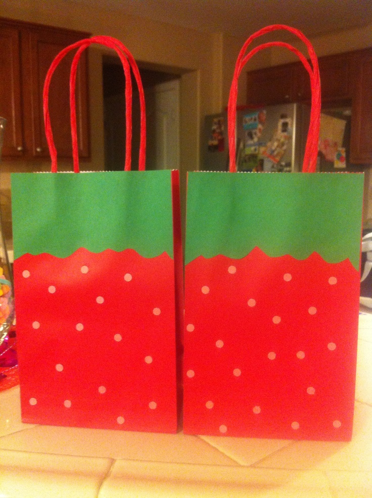 Strawberry shortcake favor bags turn out cute.