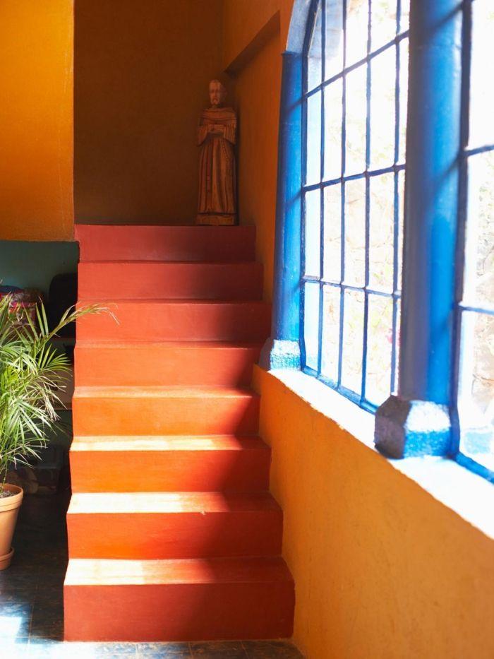 farbgestaltung tangerine trandfarbe muster schlafzimmer ideen