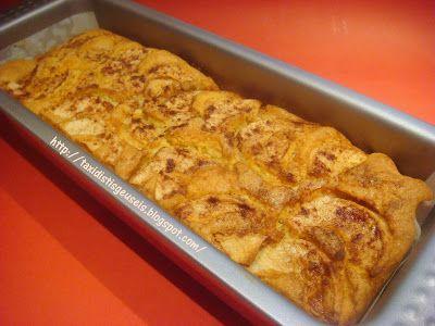 Υλικά   1 κόκκινο μήλο σε φέτες   Για την κρέμα   1 1/4 φλ. γάλα φρέσκο ή εβαπορέ αραιωμένο  1/3 φλ. ζάχαρη  1 αυγά  1 βανίλιες  1/2 φλ....